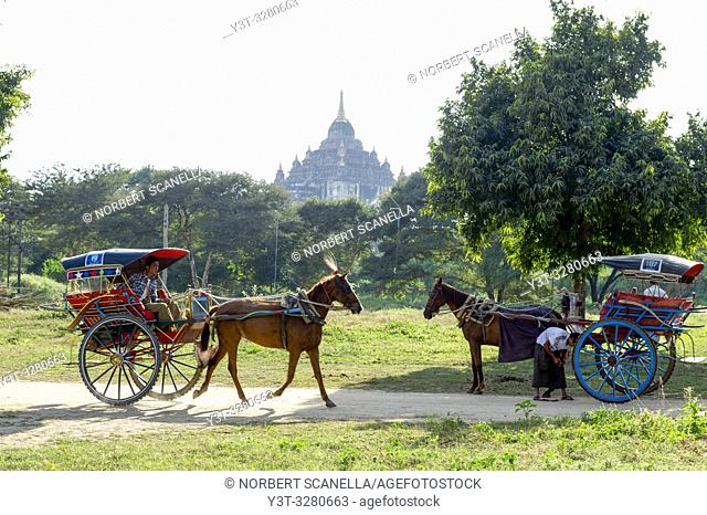 Myanmar (ex Birmanie). Bagan, Mandalay region. Horse-drawn carriage tourists