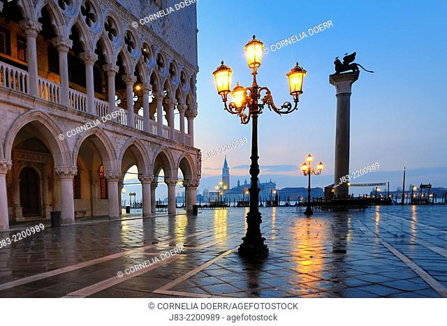 Early morning view of Piazza San Marco (St. Mark's Square), Column of St. Mark and the Doge's Palace (Palazzo Ducale), Venice, UNESCO World Heritage Site