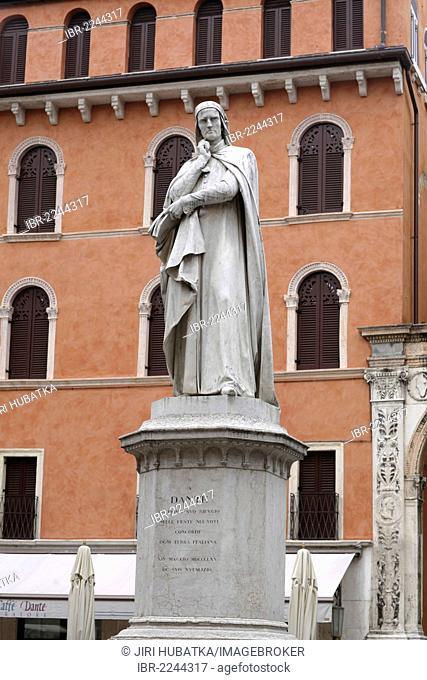 Dante Alighieri monument on Piazza dei Signori square, Verona, Veneto region, Italy, Europe