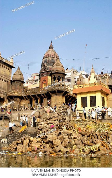 Hindu cremation ceremony at Manikarnika ghat on banks of holy Ganga river ; Varanasi ; Uttar Pradesh ; India
