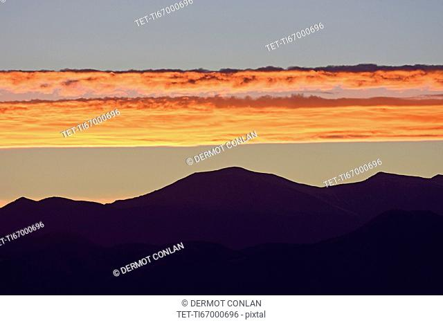 USA, Colorado, Denver, Horizontal clouds over Front Range at sunset