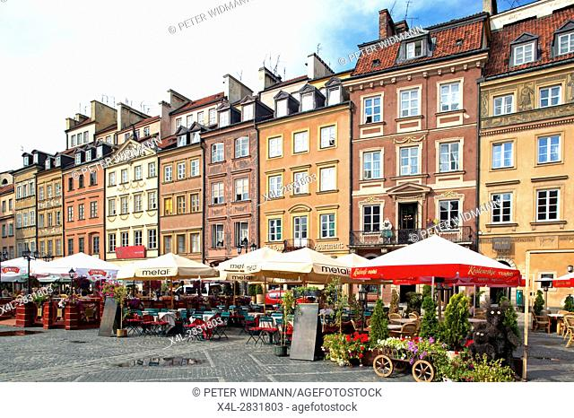 Old town square in Warsaw, Poland, Europe, 2. July 2004