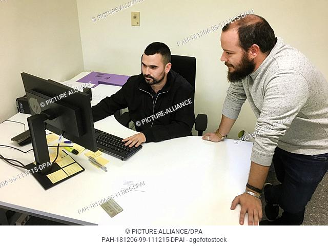 29 November 2018, Spain, Valencia: Vicent Galiana (l) and Alex Calpe work in the first office to advise and support dictatorship victims in Spain