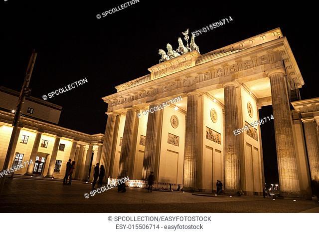 brandenburger gate in berlin by night