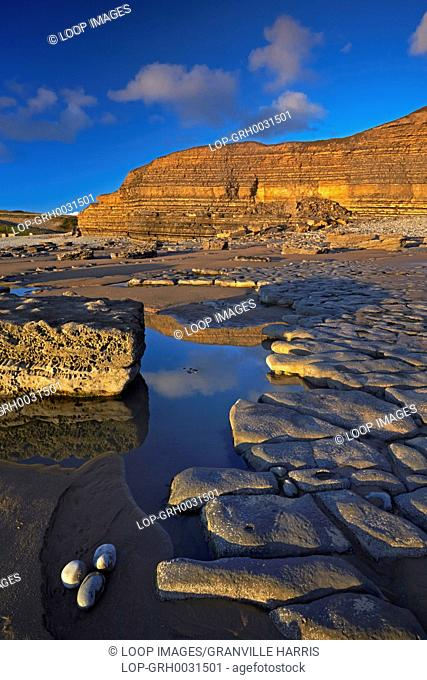 A view of the cliffs and rock platforms at Dunraven Bay