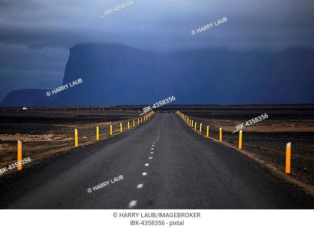 Ring road 1, Route 1, mountain Lomagnupur or Lómagnúpur, stormy atmosphere, Southern Region, Iceland