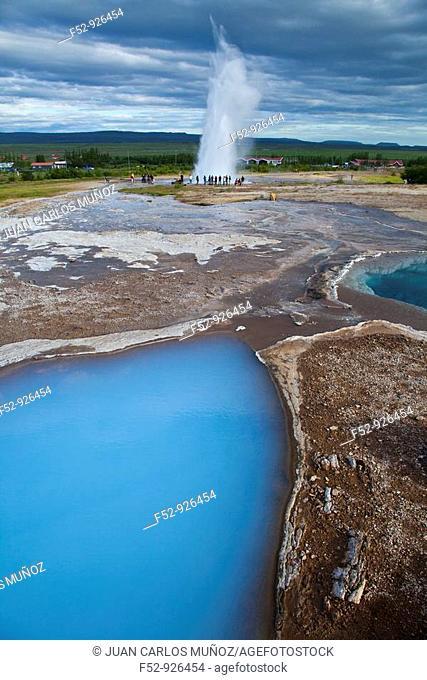 Strokkur geyser, Geysir area, Iceland