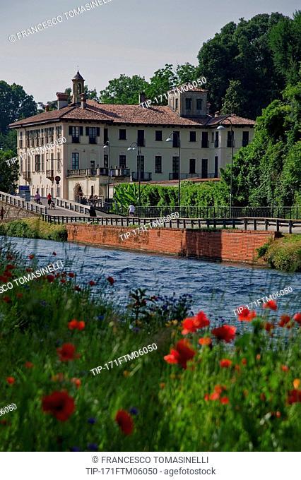 Italy, lombardy, Cassinette di Lugagnano, canale scolmatore with old villas