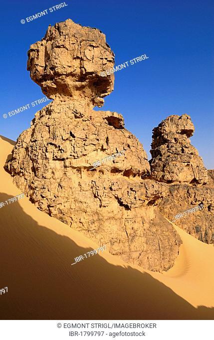 Rocky desert landscape at Tin Akachaker, Tassili du Hoggar, Wilaya Tamanrasset, Algeria, Sahara, Africa