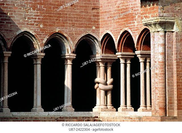 Italy, Emilia Romagna, Alseno, Chiaravalle della Colomba Abbey, Cloister