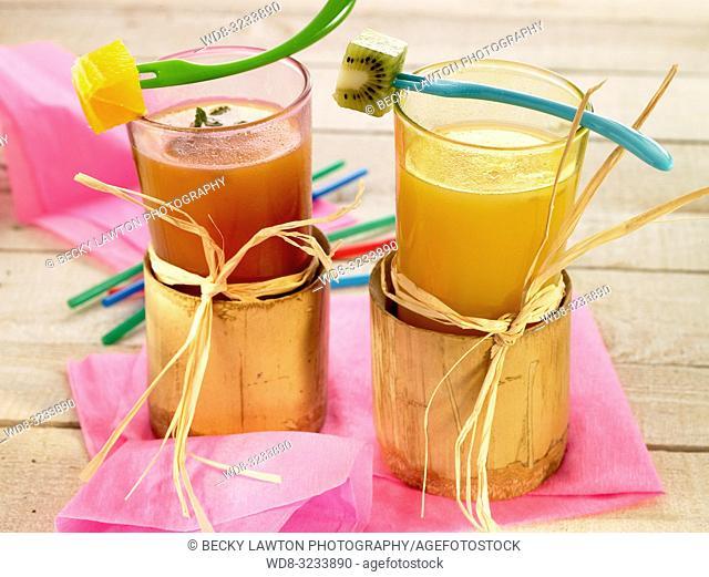 bebidas tropicales, de papaya con naranja y platano, de manzana y datiles, de uva y mango
