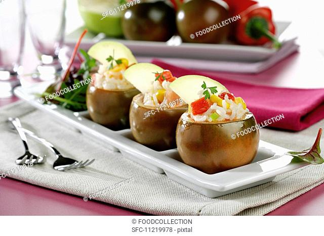 Kumato stuffed rice salad *** Local Caption *** Tomates kumato rellenos de ensalada de arroz