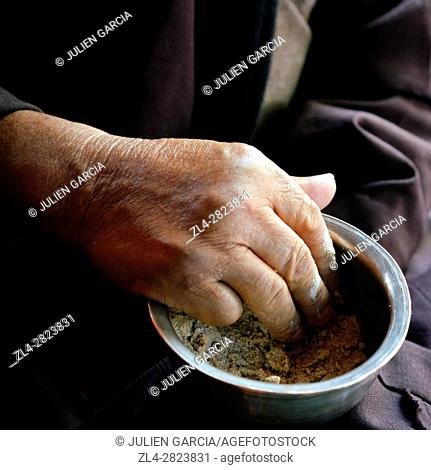 India, Jammu and Kashmir State, Himalaya, Ladakh, hand of a man eating Tsampa, barley flour mixed with salty butter tea in a bowl