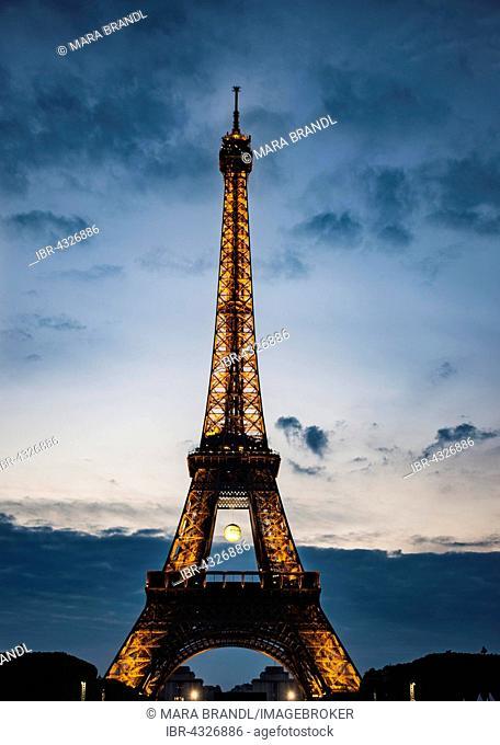 Eiffel Tower at sunset, Tour Eiffel, SETE – illuminations Pierre Bideau, Paris, Ile-de-France, France