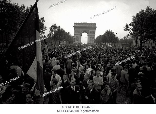 The risk of a revolution in Paris has been averted. The demonstration of supporters of De Gaulle in the Champs-Elysées, under the Arc de Triomphe