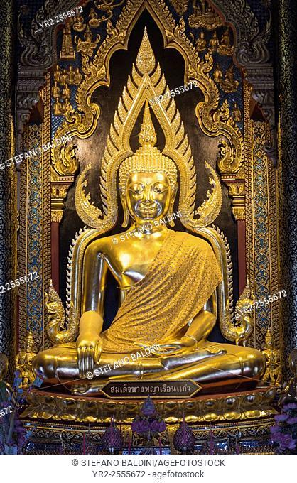 Golden Buddha statue, Buddha Phra Phuttha Chinnarat in the temple of Wat Phra Sri Rattana Mahathat, Phitsanulok, Thailand