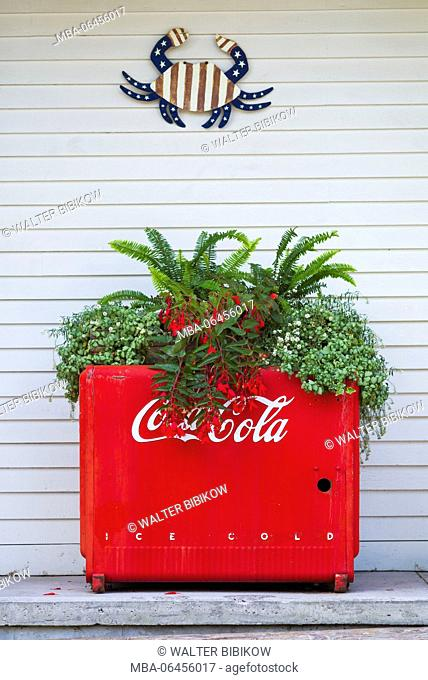 USA, Maine, Falmouth Foreside, old Coca Cola machine on porch
