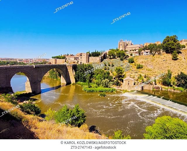 Spain, Castile La Mancha, Toledo, View of the San Martin's Bridge over the Tagus River.