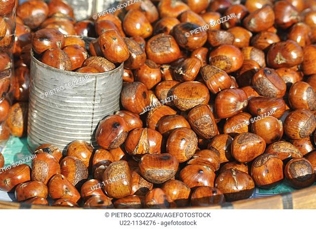 Mae Sai (Thailand): roasted chestnuts sold along the main road