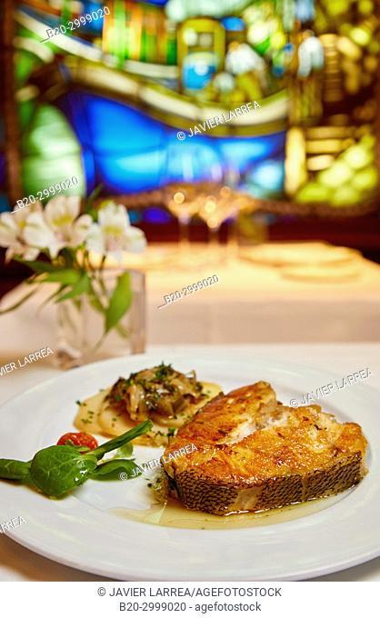 Grilled hake, Restaurante Juanito Kojua, Parte Vieja, Old Town, Donostia, San Sebastian, Gipuzkoa, Basque Country, Spain