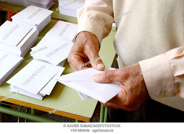Preparing the vote. Elections to the Parlament de Catalunya, 01-nov-2006. Spain