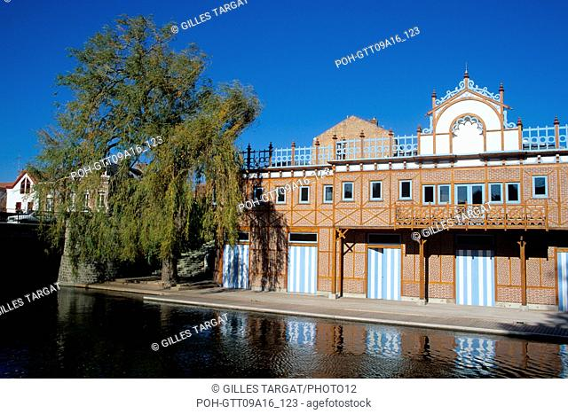 tourism, France, picardie, somme, amiens, downtown, district saint leu, river, nautical club, willow, tree in city Photo Gilles Targat