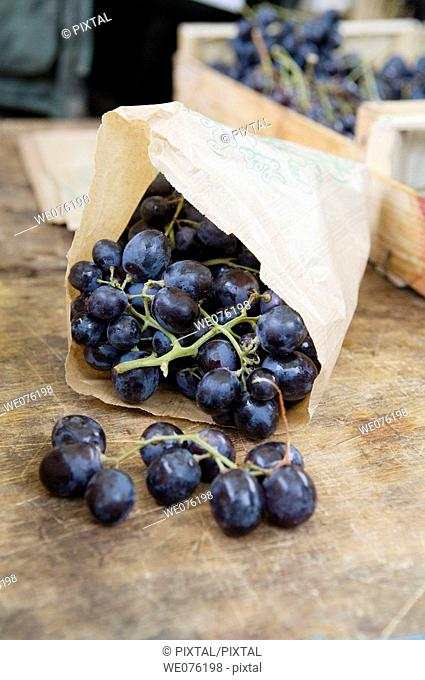 France, Lot, Cahors, market, grapes