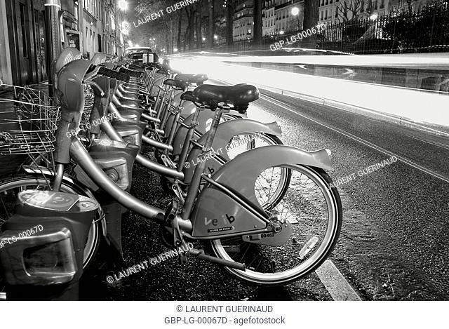 Velibs, Boulevard Pereire, 17° arrondissement, Ile-de-France, Paris, France