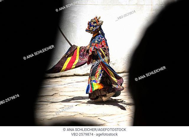 Dancer at Gu-stor masks festival in Korzok monastery. Nomad summer festival in Tso Moriri lake, Ladakh (India)