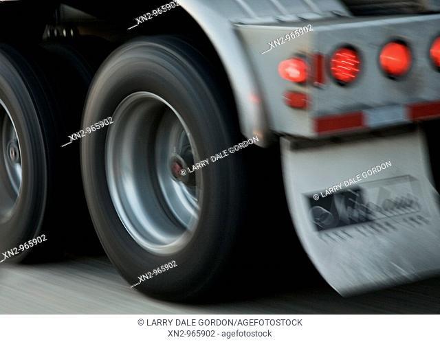 Truck Wheels, Tail Lights - Loang Haul '18 Wheelers'