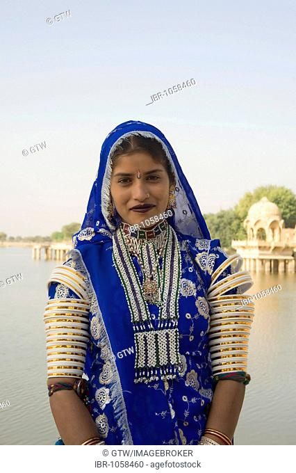 Rajput woman in front of the Gadisagar lake, Jaisalmer, Thar Desert, Rajasthan, India, South Asia