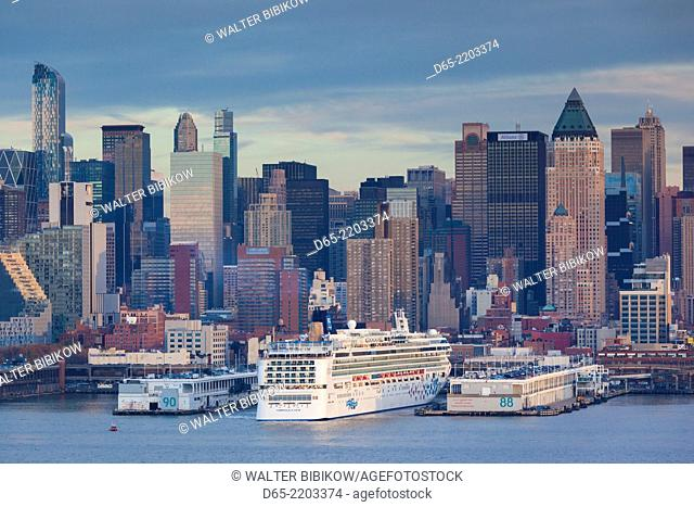 USA, New York, New York City, elevated view of midtown Manhattan from Weehawken New Jersey, with cruiseship, dusk