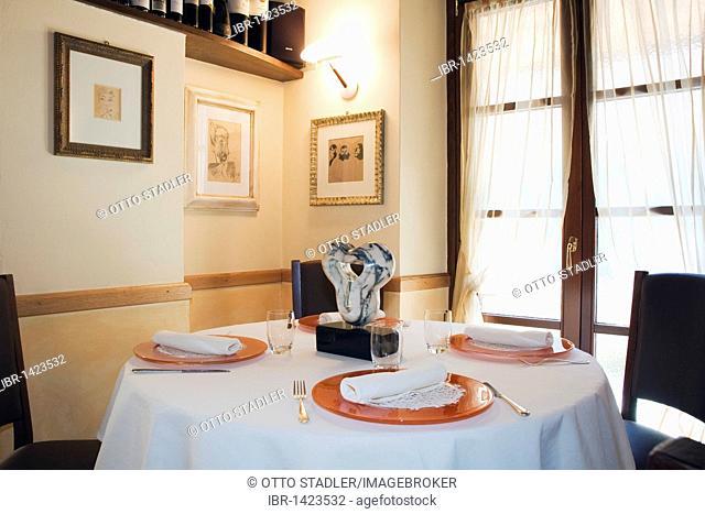 Laid table in restaurant, Ninan, Carrara, Tuscany, Italy, Europe
