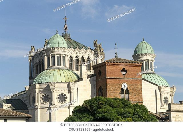 Basilika Saint-Sixte d'Ars, Wallfahrtskirche in Ars-sur-Formans, Auvergne-Rhone-Alpes, Frankreich | Basilica Saint-Sixte d'Ars