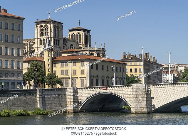 Saone Brücke Pont Bonaparte und die Kathedrale von Lyon, Auvergne-Rhone-Alpes, Frankreich | Saone bridge Pont Bonaparte and Lyon Cathedral, Lyon