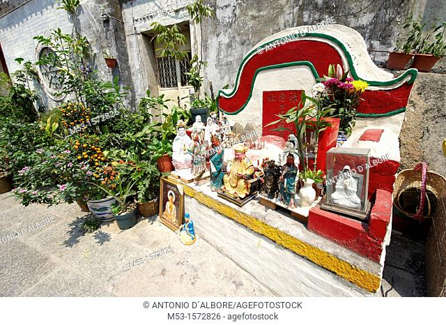 Statues of Chinese religion outsode Tin Hau Temple  Taipa Village  Macau  China