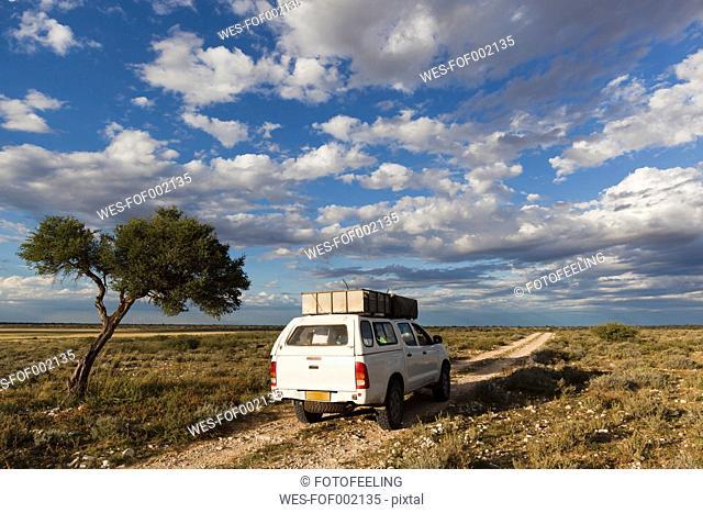 Africa, Botswana, Mabuasehube, View of 4x4 vehicle in the Kalahari