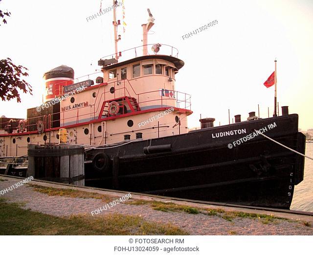Kewaunee, WI, Wisconsin, Lake Michigan, tugboat
