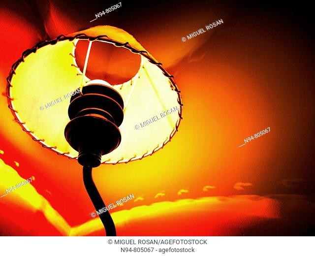 Takes contrapicada desktop lamp lit