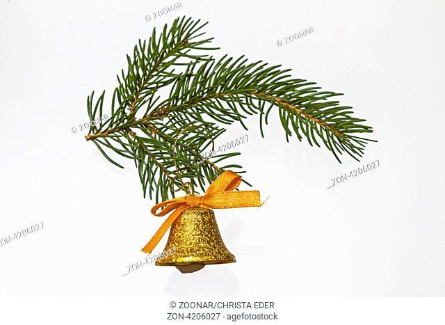 Weihnachtsglöckchen an grünem Zweig