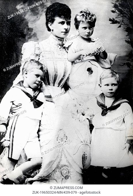 Nov. 1, 1906 - London, England, U.K. - EDWARD VIII as a child with his mother Duchess of York (later Queen Consort of George V of United Kingdom) and his...