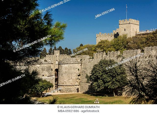 Rhodes, city wall with Palace of the Grand Master of the Knights