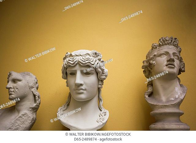 Germany, Nordrhein-Westfalen, Bonn, Akademisches Kunstmuseum, replicas of Greek and Roman statues from antiquity