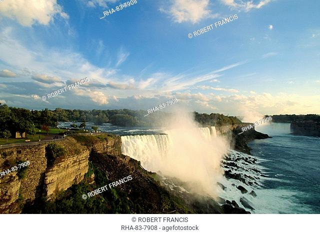 The American Falls with the Horseshoe Falls behind, Niagara Falls, New York State, United States of America, North America