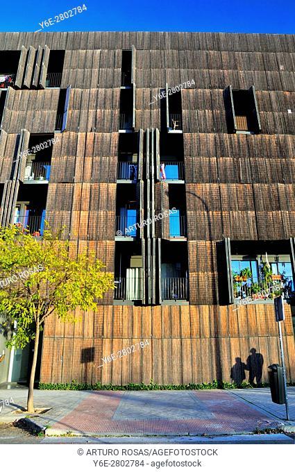 Building with vegetation cover in La Peseta Neighborhood, Madrid