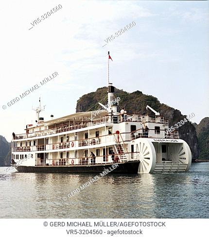 Vietnam: Cruising through Halong Bay's beautifull stone formations with traditional boats