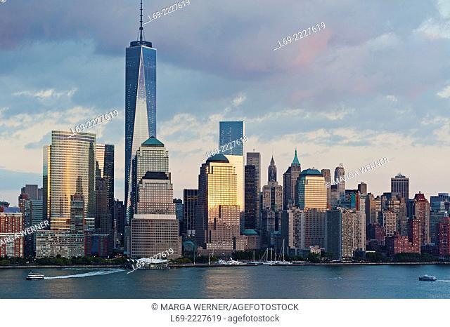 Manhattan skyline at Hudson River with World Trade Center and World Financial Center, Lower Manhattan, New York, USA
