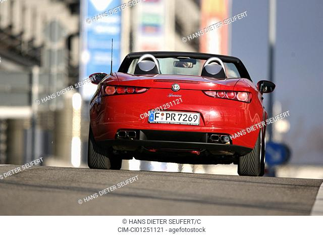 Alfa Romeo Spider 2.2 JTS Exclusive, model year 2007-, red, driving, rear view, City, open top