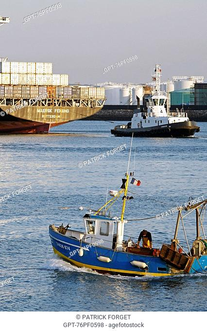 TRAWLER ENTERING THE PORT IN FRONT OF THE OIL TANKER TERMINAL, COMMERCIAL PORT, LE HAVRE, SEINE-MARITIME 76, NORMANDY, FRANCE