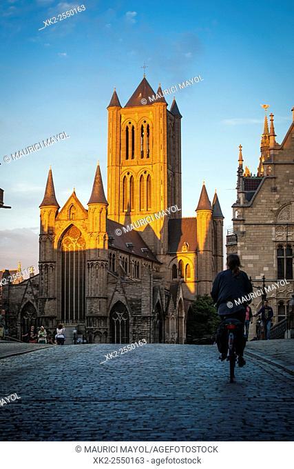 Ghent by bike, Sint-Niklaaskerk, Sint-Michielsplein, Gent, Belgium